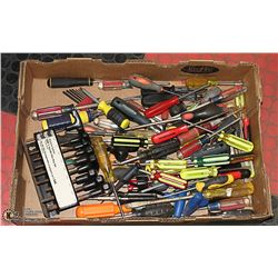 LARGE FLAT OF SCREW DRIVERS AND HEX SETS