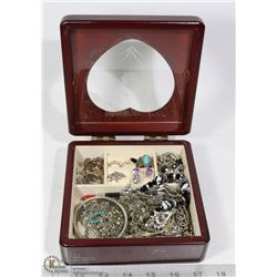 JEWELLERY BOX WITH GUESS WATCH, GUESS BRACELET,