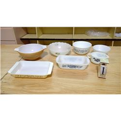 Lot including 4 Pyrex pieces (2 bowls, 1 gravy boat, 1 refrigerator dish) & miniature food scale
