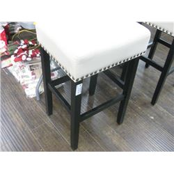 31 INCH SEAT CUSHIONED STOOL