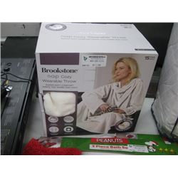 BROOKSTONE NAP COZY WEARABLE THROW