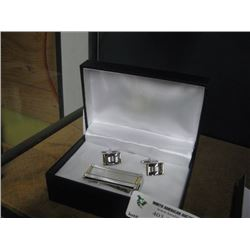 SILVER/GOLD MONEY CLIP AND CUFFLINKS W/ BOX