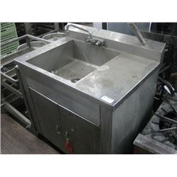 36 INCH PORTABLE KITCHEN W/ ELECTRIC HEATER AND PUMP (NO HOLDING TANK)