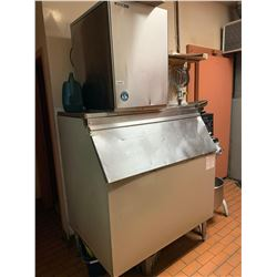 Hoshizaki Ice Maker with storage -THE BUYER IS RESPONSIBLE FOR DISCONNECTION AND REMOVAL - BUYER MUS