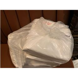 LINENS: Lot of 4 Queen flat and fitted sheets