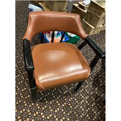 Lot of - Round bar table with 4 heavy vinyl arm chairs