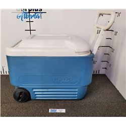 Igloo Cooler with pull handle and wheels
