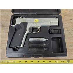 CROSSMAN C02 .177 HANDGUN IN CASE
