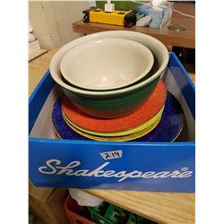 4 Large Heavy Plates & 2 Heavy Mixing Bowls