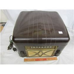 1940's Bakelite Radio and Record Player not working