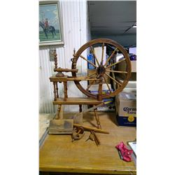 ANTIQUE SPINNING WHEEL WITH PARTS IN 2 CLEAR PLASTIC BAGS (NEEDS FIXING)