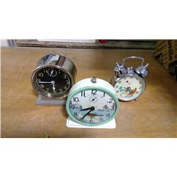 3 SMALL WORKING CLOCKS (ROBIN PULLING WORM, CHICKEN WITH BOBBING HEAD, SILVER ONE)