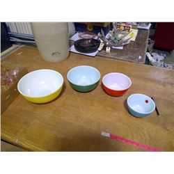 Early Pyrex Primary Mixing Bowl Set