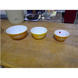 Vintage Pyrex Butterly Gold set (3) Mixing Bowls