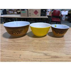 Vintage Pyrex Set (3) Mixing Bowls