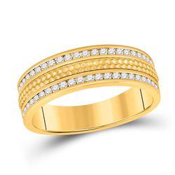 1/2 CTW Mens Round Diamond Wedding Hammered Band Ring 14kt Yellow Gold - REF-92W3H