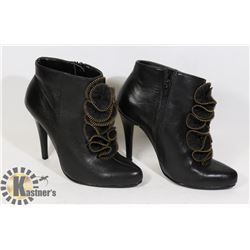PAIR OF BLACK LEATHER ANKLE BOOTS - LADIES
