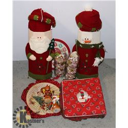 ESTATE BOX OF ASSORTED CHRISTMAS ITEMS