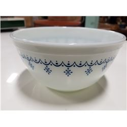 Pyrex #402 1.5 Quart Bowl 4 oz Blue Design