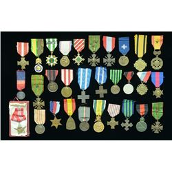 LARGE LOT OF 30 FOREIGN MILITARY MEDALS.
