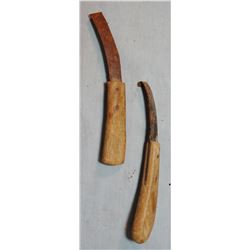 2 older hoof knives, one w/bone handle, one maker marked; 2 hand forged blacksmith tong; 2 Diamond h