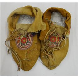 """Cree hand embroidered moccasins, ca. 1900, 9"""""""