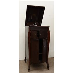Victor Talking Machine Co. Victrola record player, 78 rpm, working condition, mahogany cabinet, floo