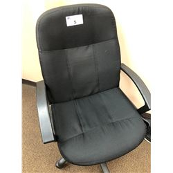 5 MATCHING BLACK MOBILE OFFICE CHAIRS