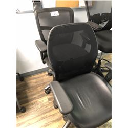 2 BLACK MESH BACK OFFICE CHAIRS (DAMAGE TO 1 ARM)