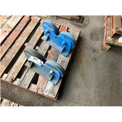 PALLET WITH 2 PIPE STAND ROLLERS