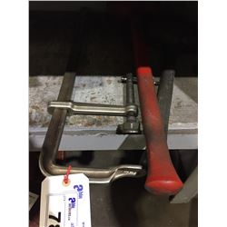 2 SLEDGE HAMMERS AND CLAMP