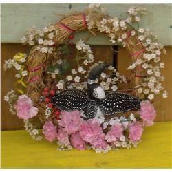 An old Hand created wreath crafted loon 3D - huard en ronde-bosse sur couronne créée par une artiste