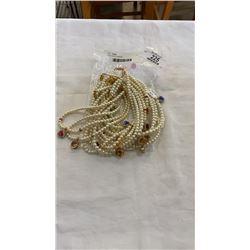 Lot of varoius necklaces