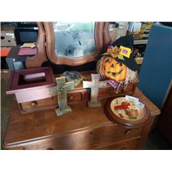 Pumpkin decoration, crosses, collector plate and decorative shelf
