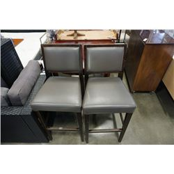 PAIR OF LEATHER SEAT BAR STOOLS