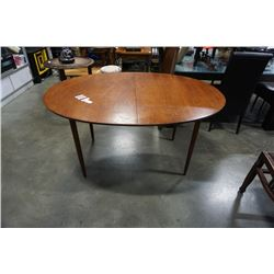 Vintage walter wabash MCM walnut dining table with 2 leaves