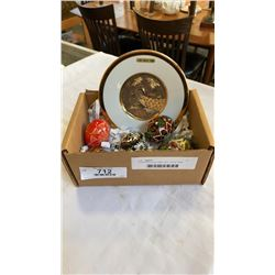5 PAINTED EGGS AND 24KT GOLD TRIM CHOKIN PLATE