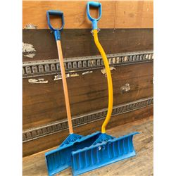LOT OF 2 SNOW SHOVELS - AS NEW
