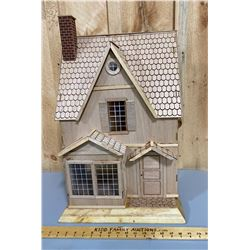 CHILDRENS WOODEN DOLL HOUSE