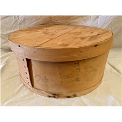 LARGE ROUND CHEDDAR CHEESE BOX