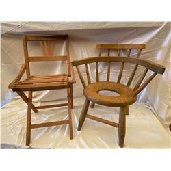 LOT OF 2 CHILDREN'S WOODEN CHAIRS