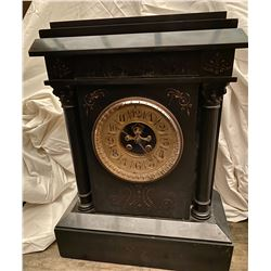 VICTORIAN HEAVY BLACK SLATE MANTLE CLOCK WITH GILT FACE - WORKING