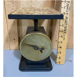 SMALL VINTAGE COUNTERTOP SCALE