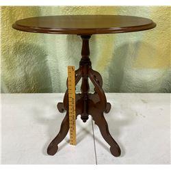 ANTIQUE WALNUT FINISH SIDE TABLE