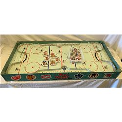 VINTAGE ORIGINAL 6 HOCKEY GAME WITH INTERCHANGEABLE PLAYERS