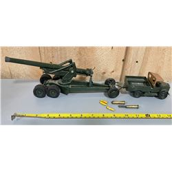 BRITAINS TOY JEEP AND HOWITZER
