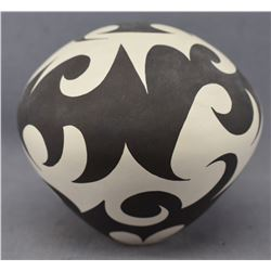 ACOMA INDIAN POTTERY SEED JAR (ERIC LEWIS)
