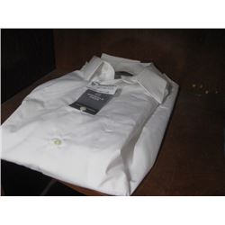 VAN HEUSEN WHITE BUTTON UP SIZE MEDIUM