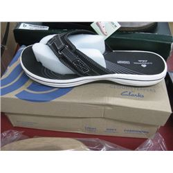 CLOUDSTEPPERS BY CLARKS SIZE 7
