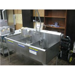 5FT STAINLESS TRIPLE SINK WITH PRE RINSE SPRAYER